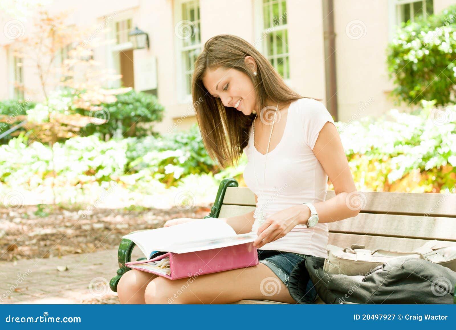 Aantrekkelijke jonge student
