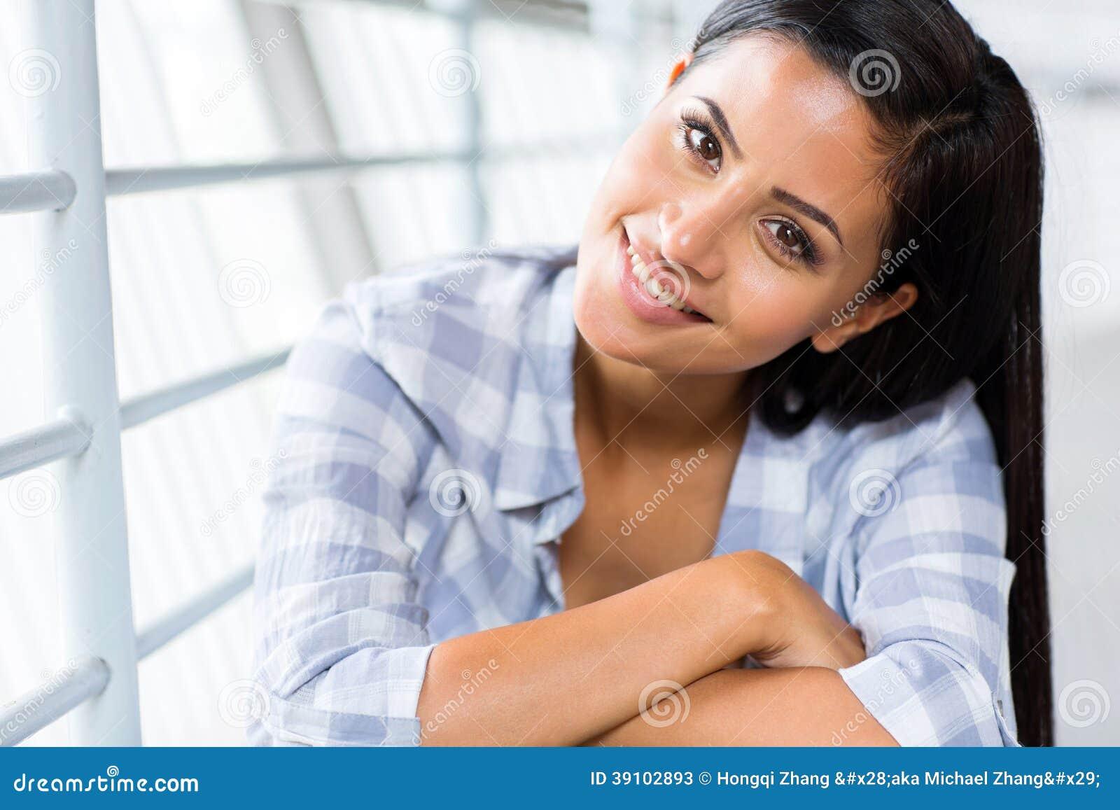 Aantrekkelijke jonge vrouw