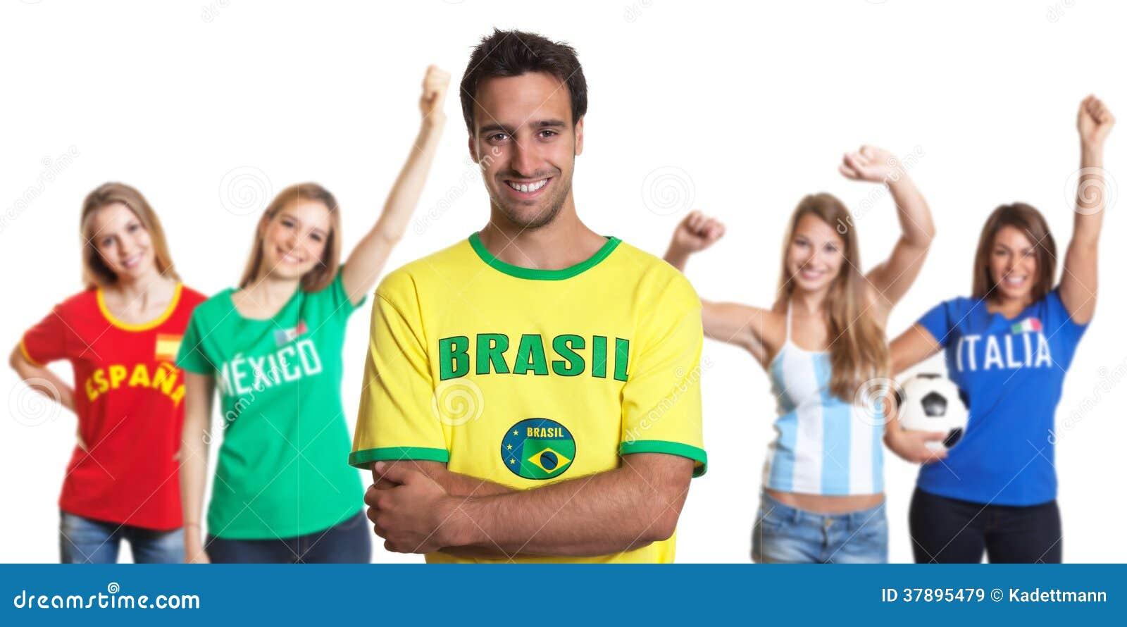 Aantrekkelijke mens van Brazilië met vier vrouwelijke sportenventilators