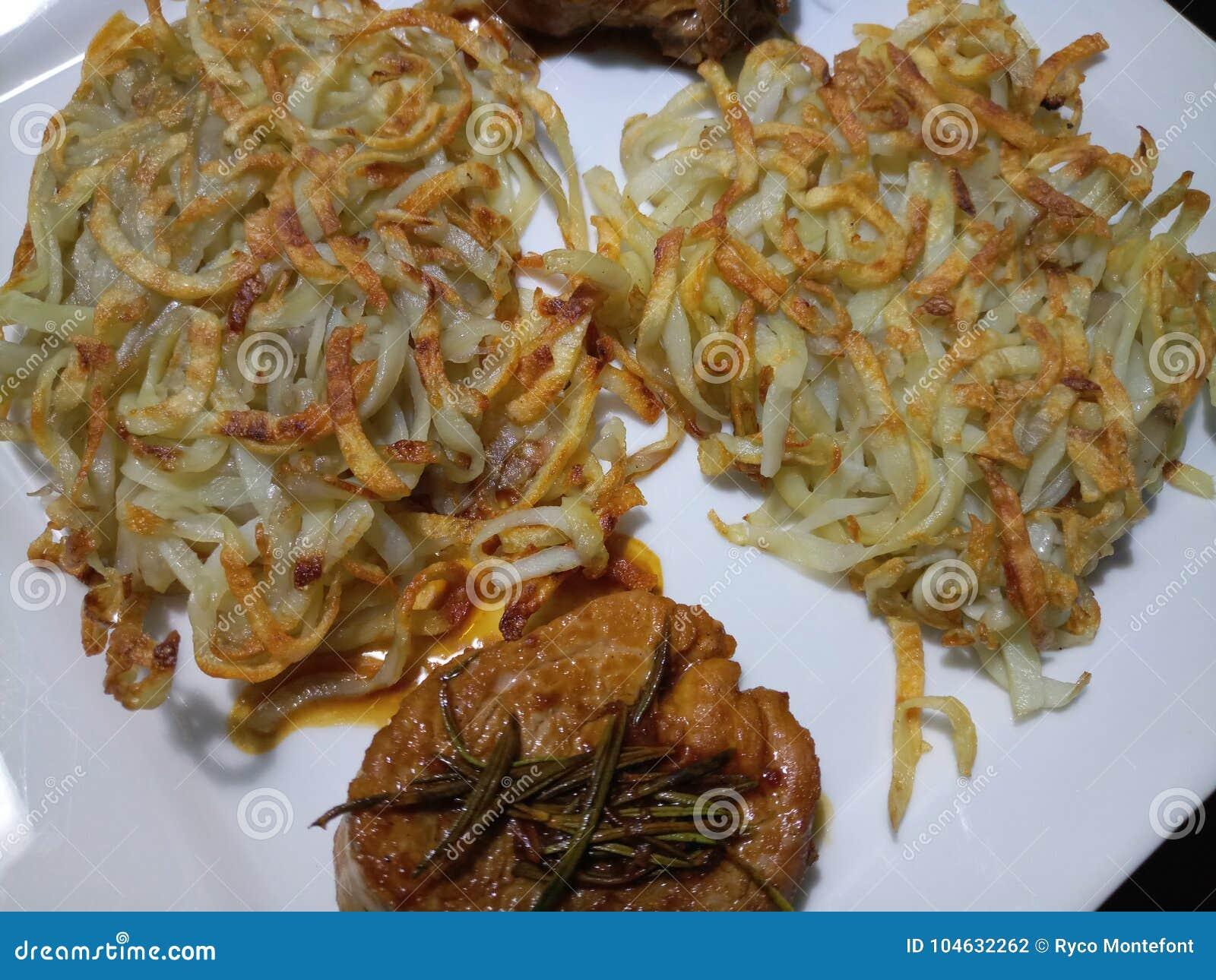 Download Aardappel En Varkensvleesfiletkeuken Stock Foto - Afbeelding bestaande uit cuisine, aardappel: 104632262