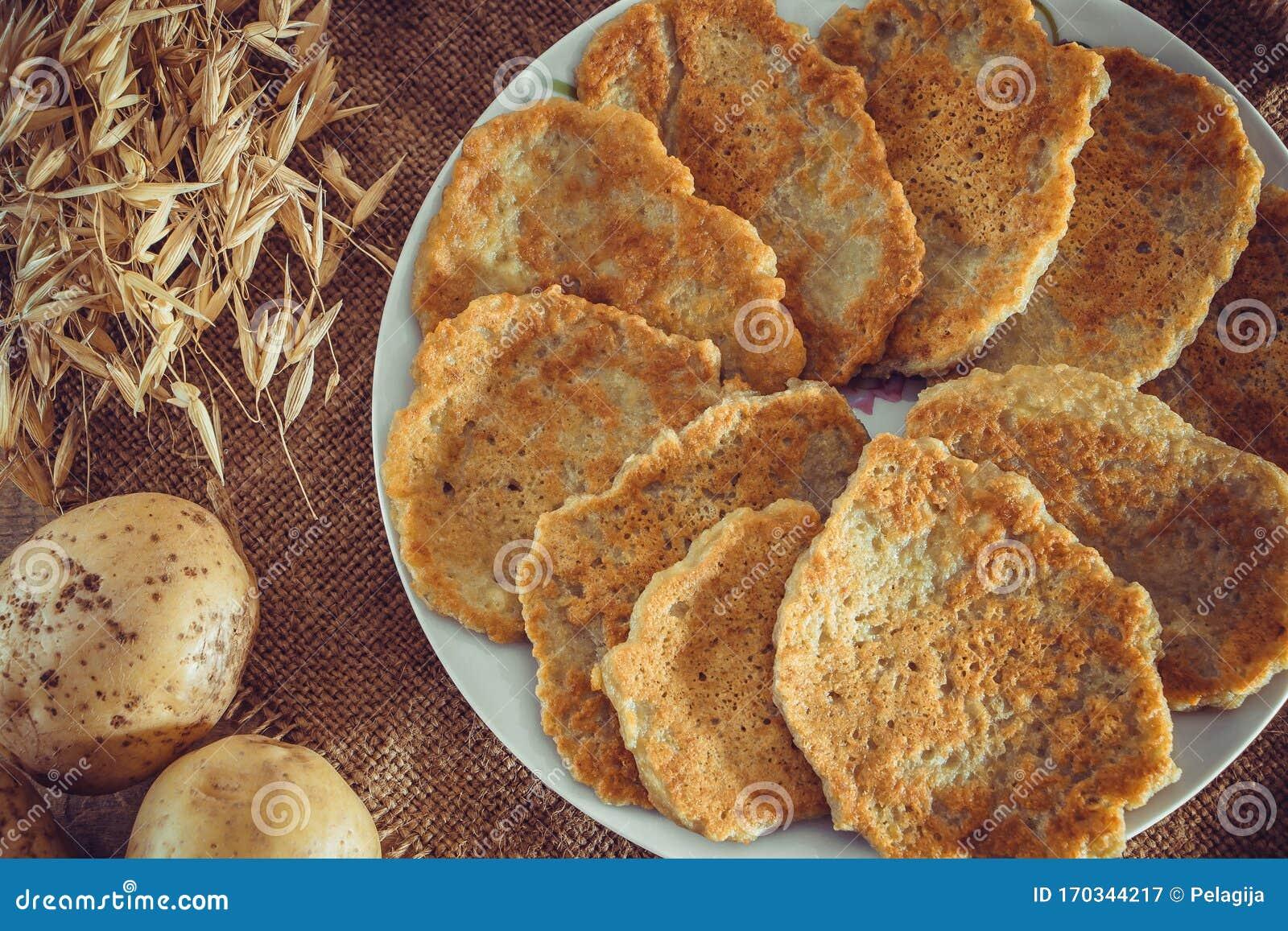 Aardappelpannenkoeken Het Nationale Wit Russische En Oekraiense Voedsel Stock Afbeelding Afbeelding Bestaande Uit Smakelijk Pannekoeken 170344217