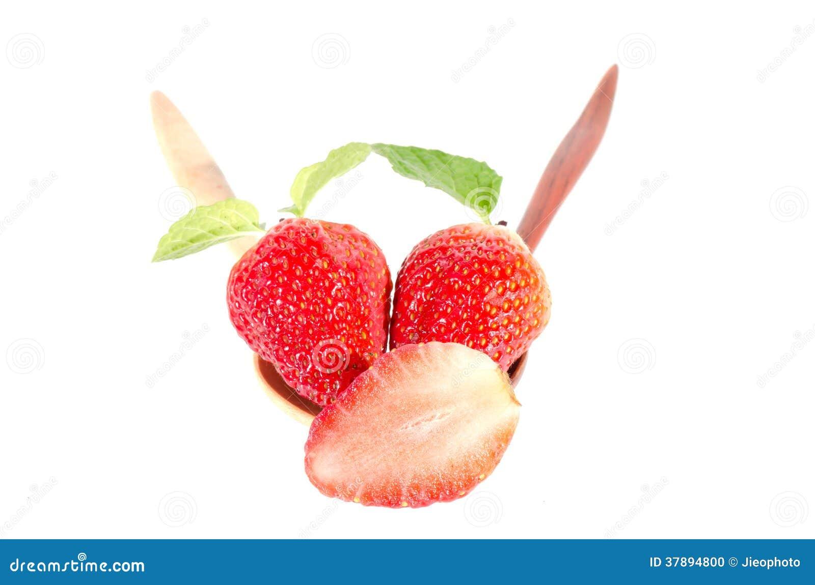 Aardbeien. Geïsoleerd op een witte achtergrond.