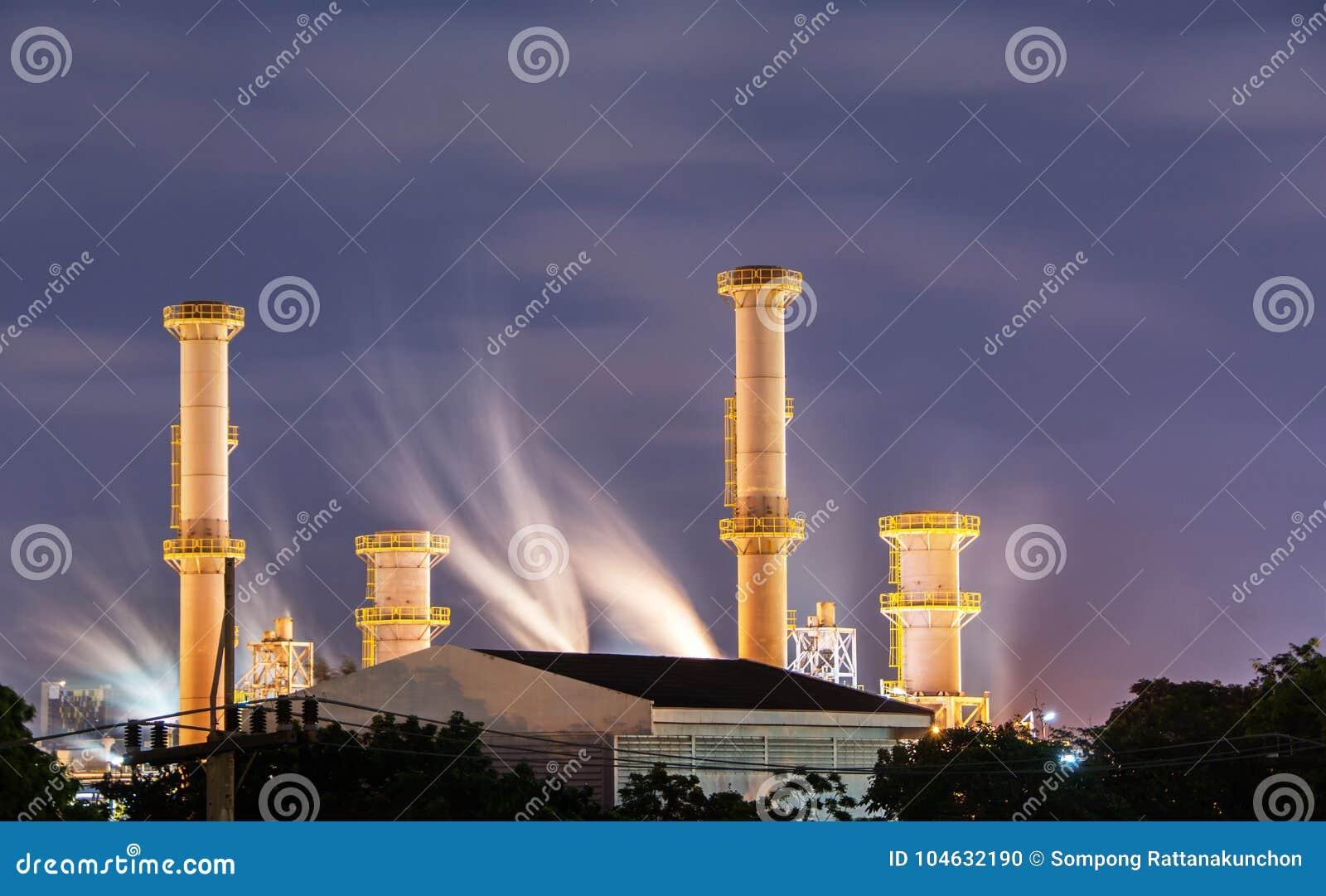 Download Aardgasfabriek in nacht stock foto. Afbeelding bestaande uit techniek - 104632190