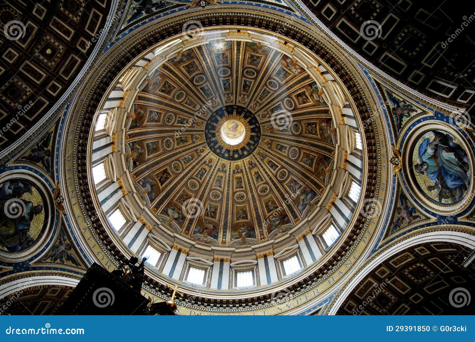 A abóbada central de St Peter, Roma