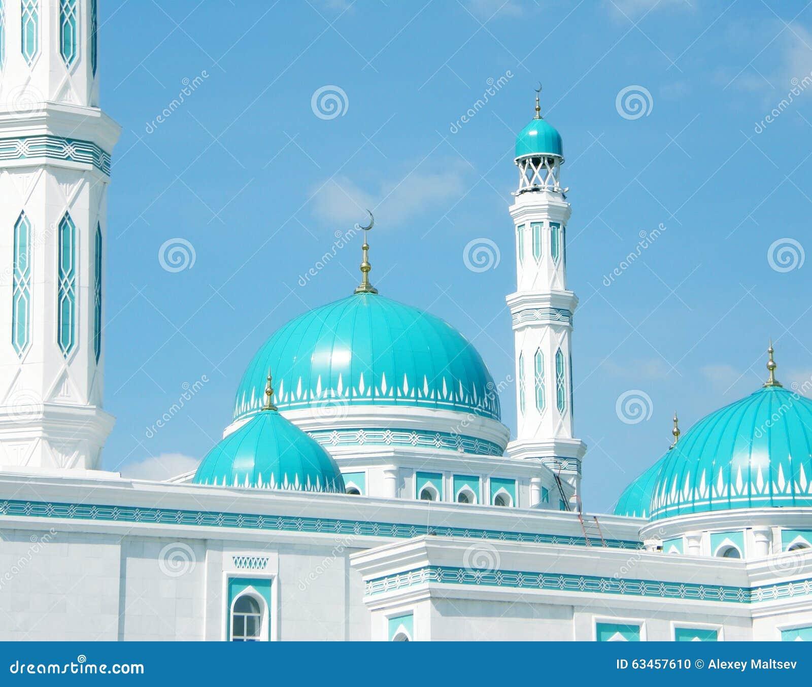 Abóbada magnífica da mesquita em Karaganda