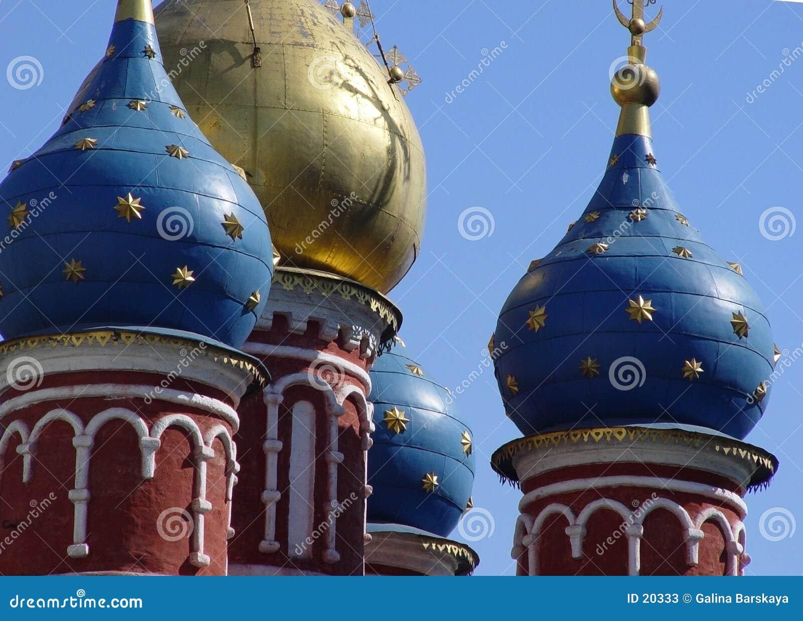 Abóbadas douradas em Moscovo velha