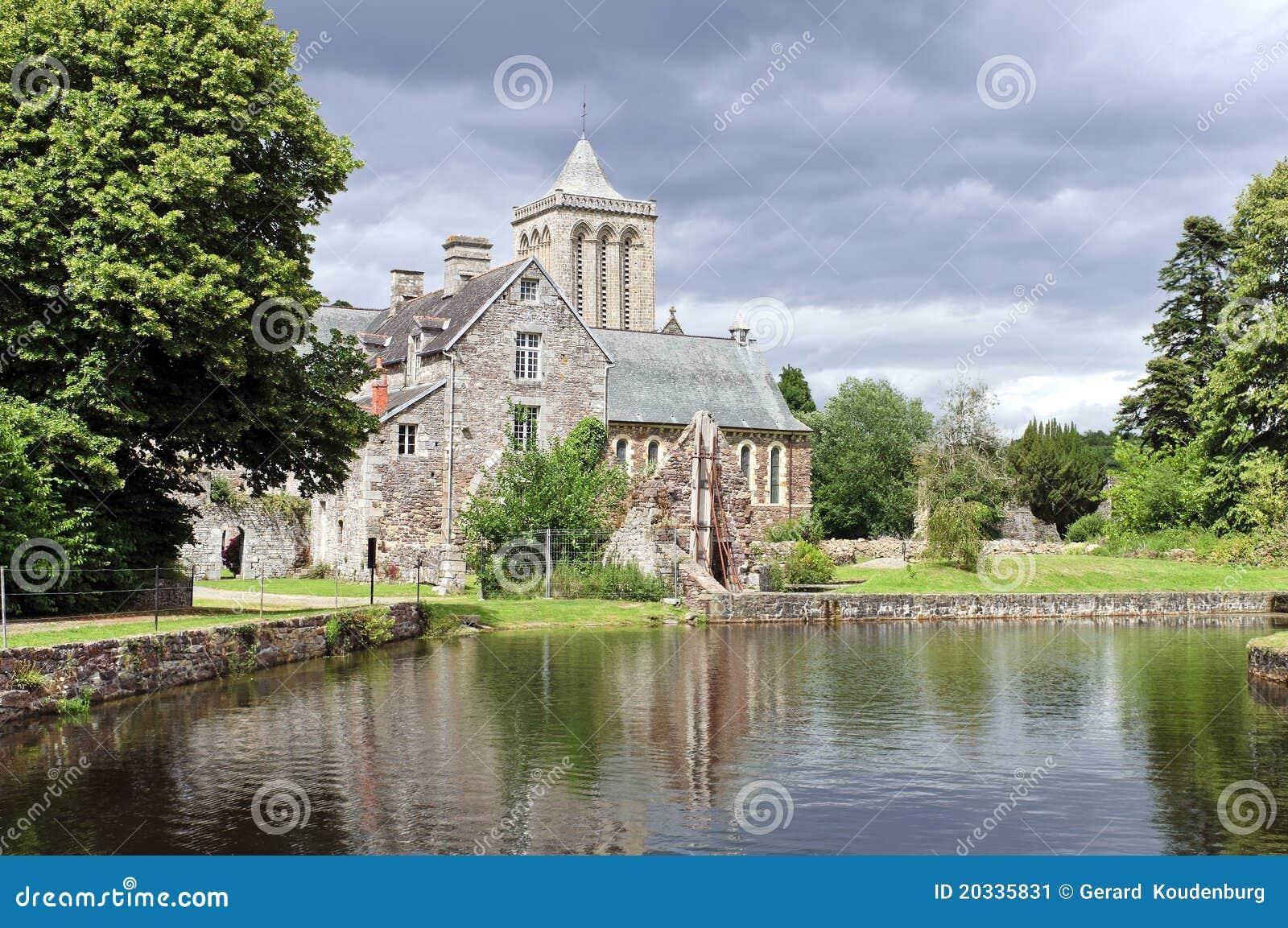 Abadía histórica en el lucerne Francia