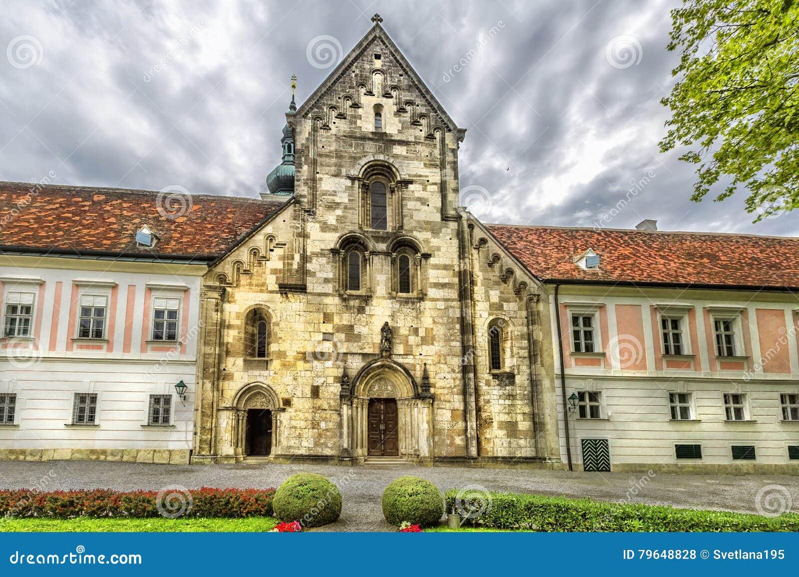 Abadia da cruz & do x28 santamente; Stift Heiligenkreuz& x29; em madeiras de Viena