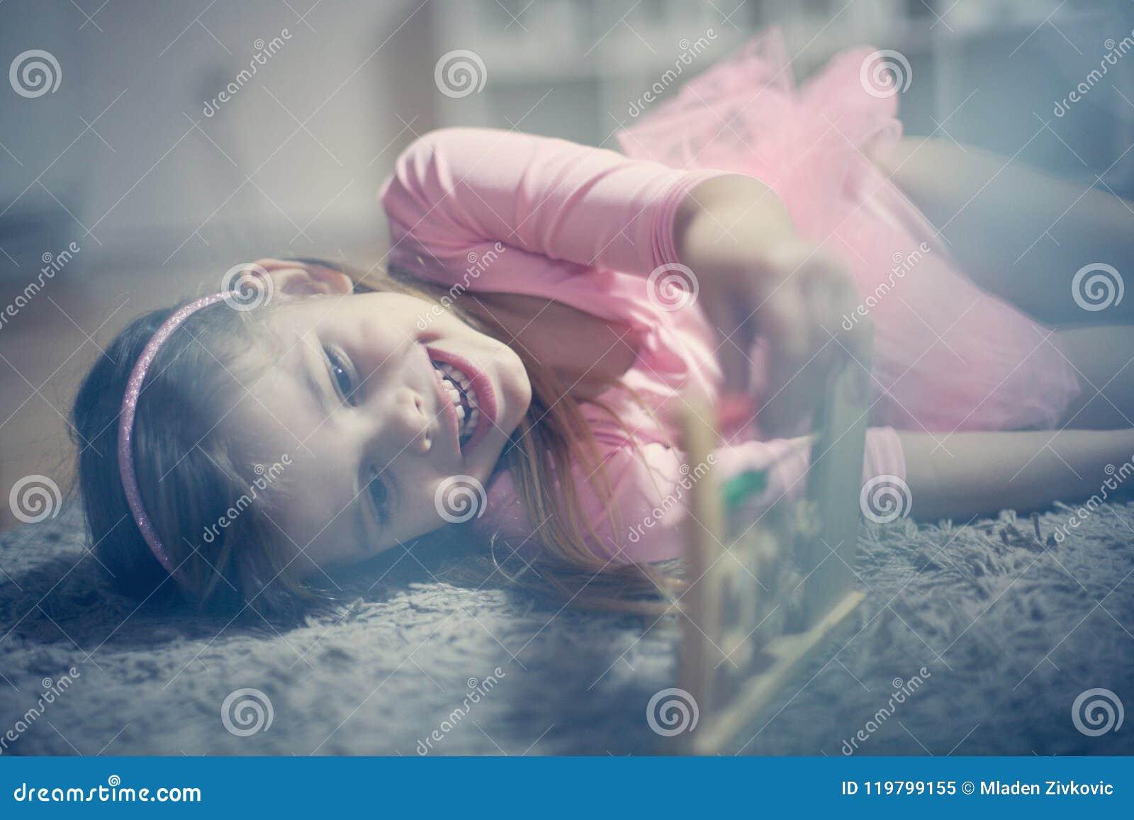 Abakus i mała dziewczynka