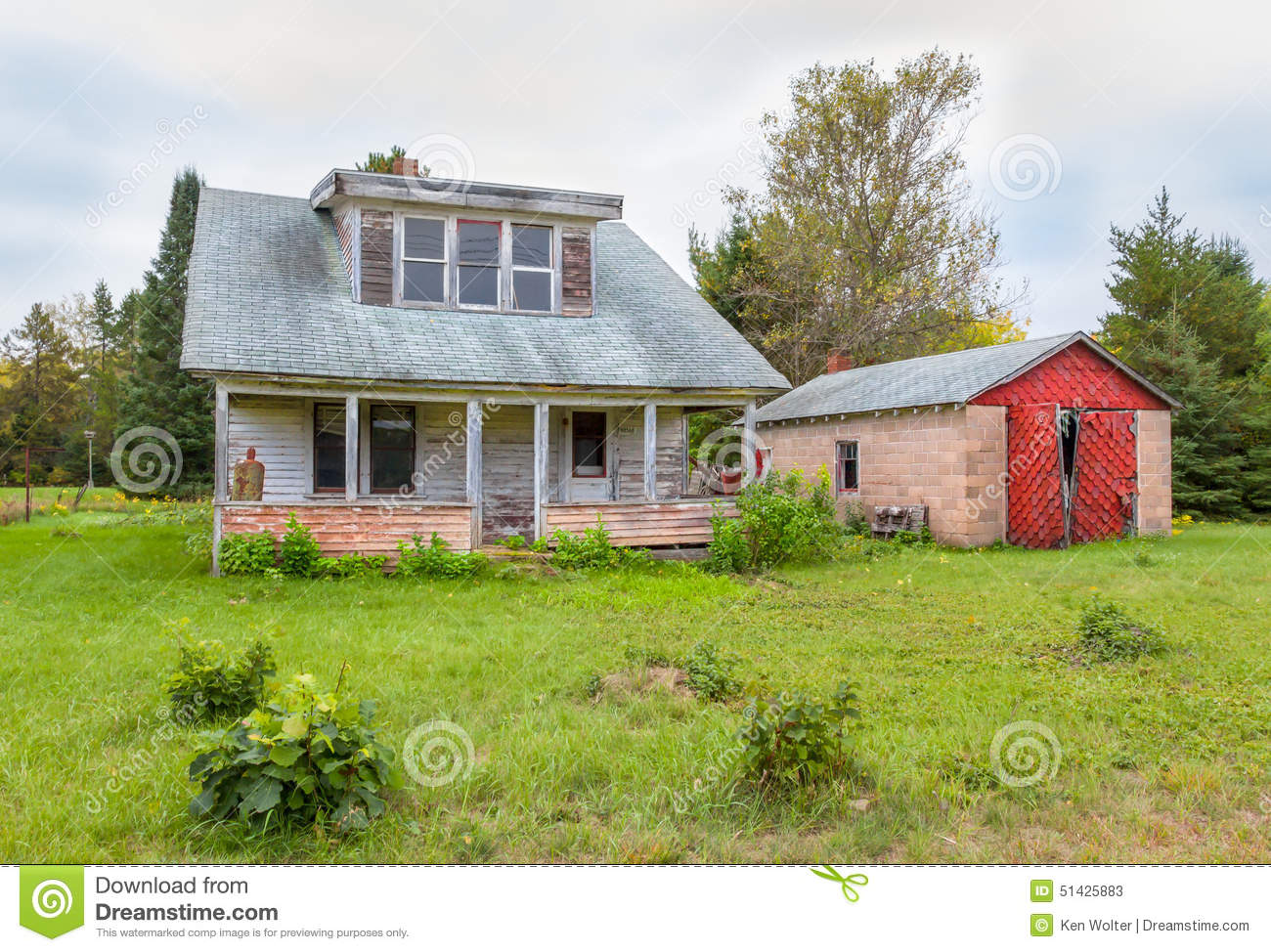 Abandoned American Midwest Farm House And Garage Stock
