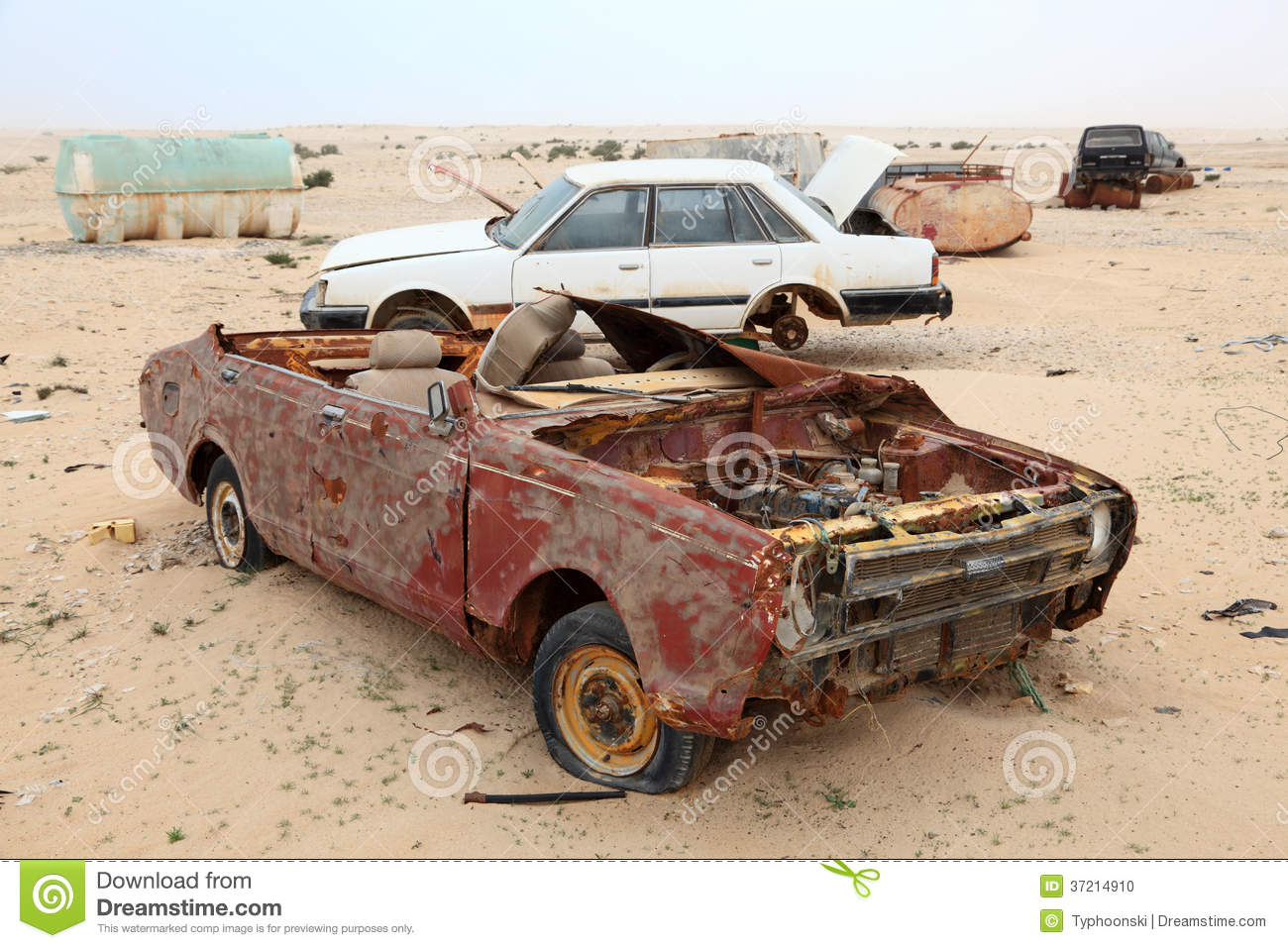 Sell Junk Cars >> Abandoned Cars In The Desert Stock Photo - Image: 37214910