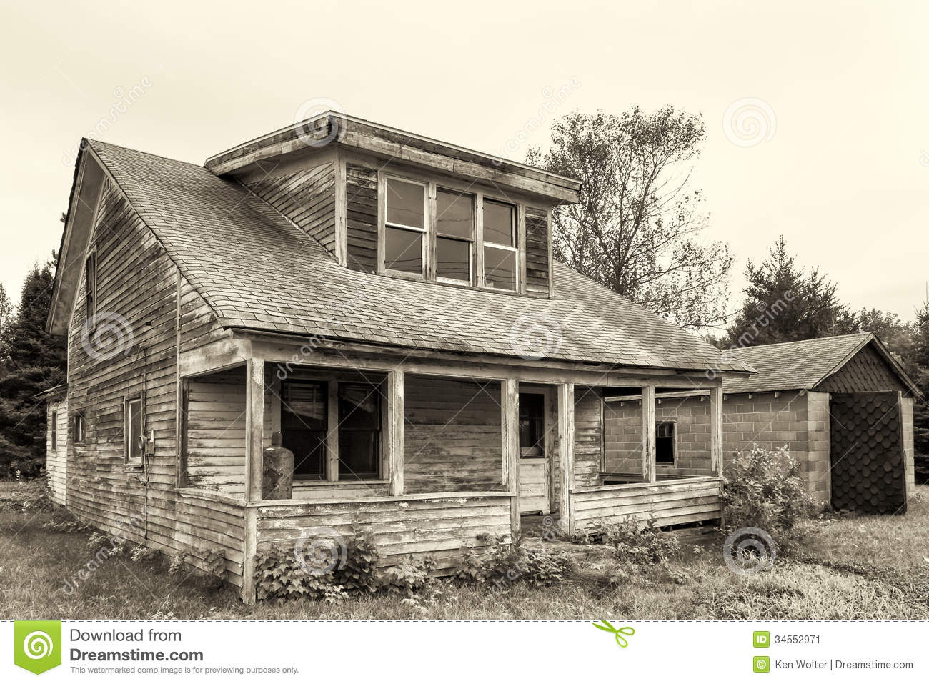 Abandoned and dilapidated house stock image image 34552971 for Houses in united states