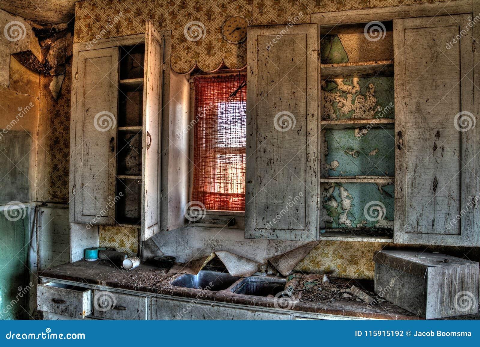 Abandoned Farm Houses In Rural South Dakota Slowly Decay