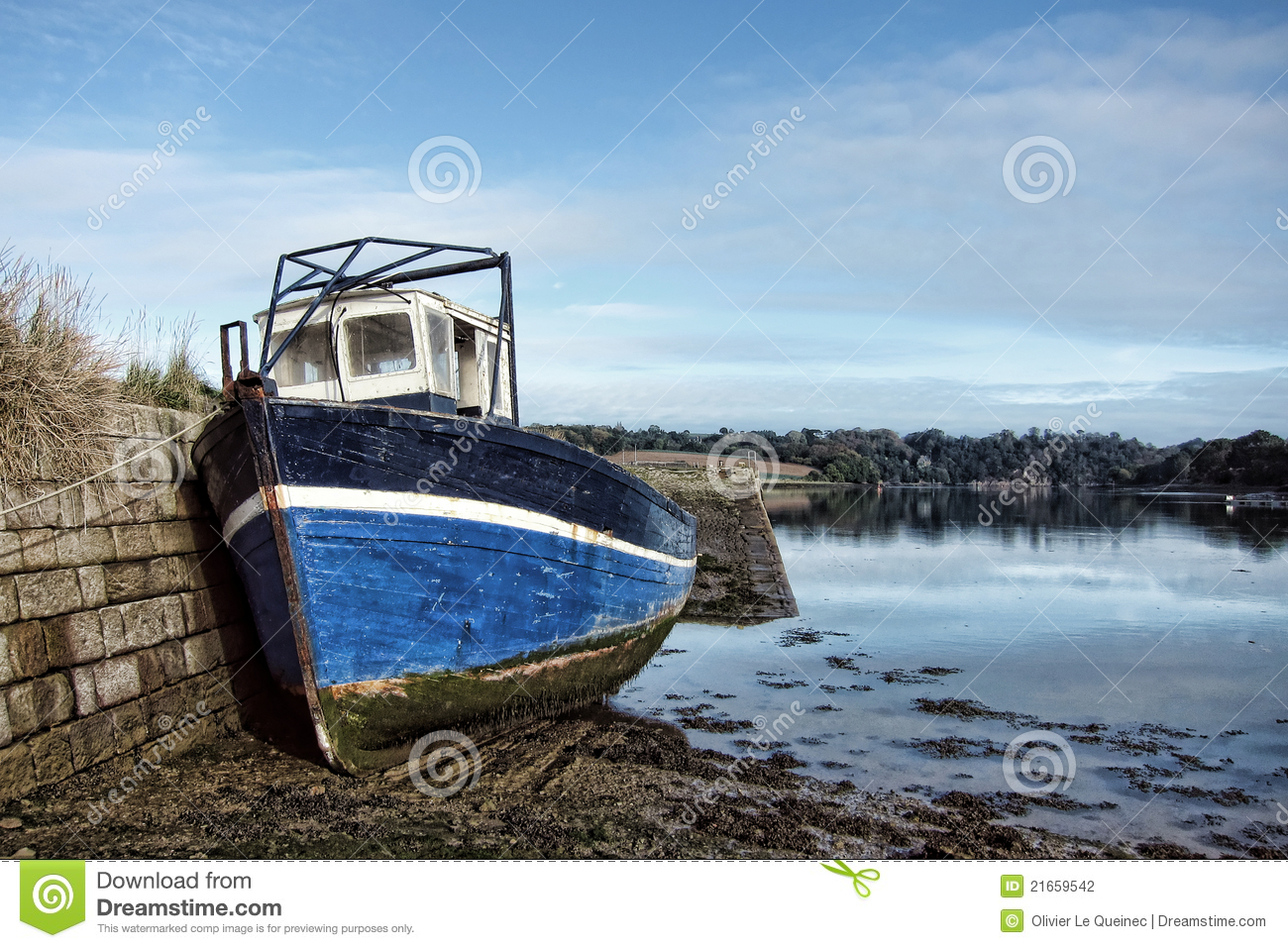 Abandoned Fishing Boat At Dock At Low Tide Stock Photography - Image ...