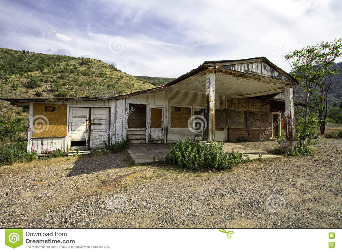 Abandoned Gas Station And Grocery Market Store Stock Image Image Of Shop Natural 72962057