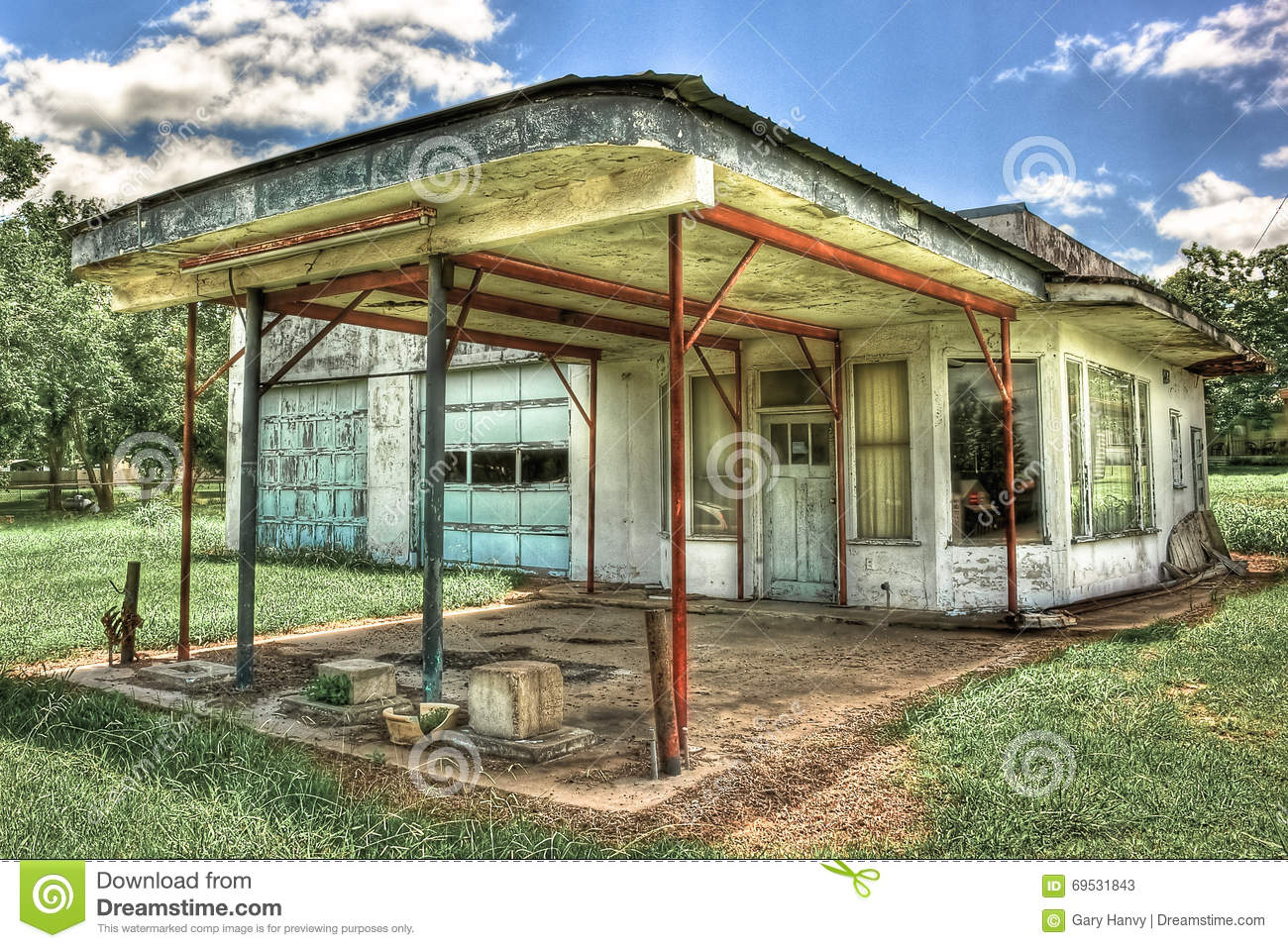Abandoned gas station moulton texas stock photo image for 2 bay garage