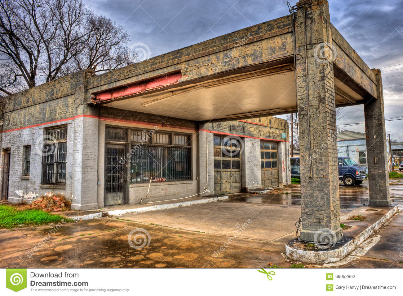 Abandoned gas station with two bay garage navasota texas for 2 bay garage