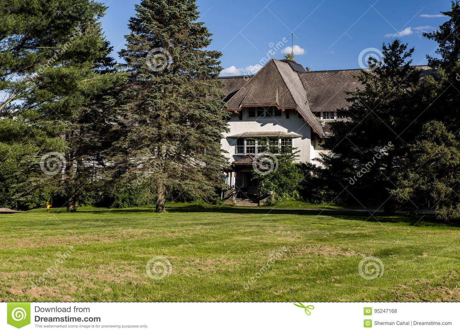 Abandoned Hospital / Sanitarium - Catskill Mountains, New York