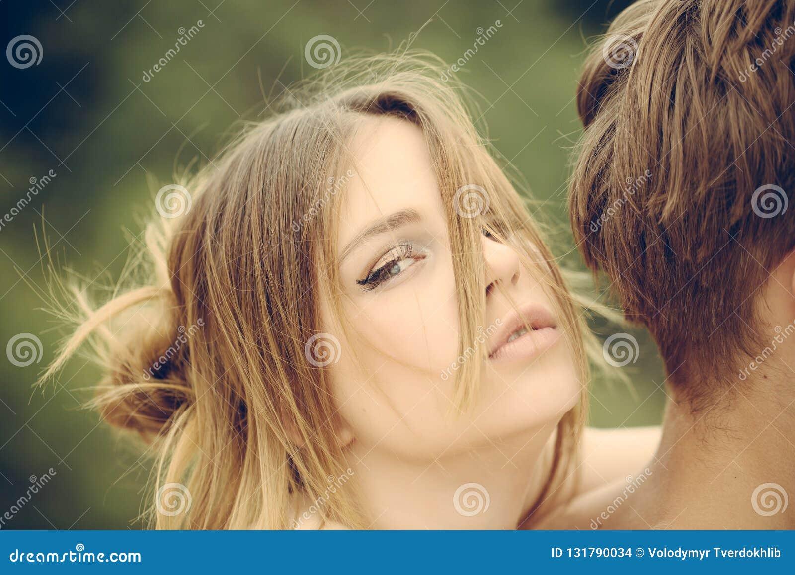 Datazione uomo più giovane donna