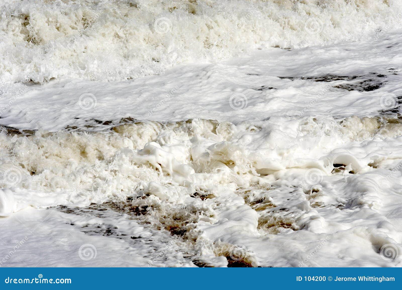 Abbrechende Wellen horizontal