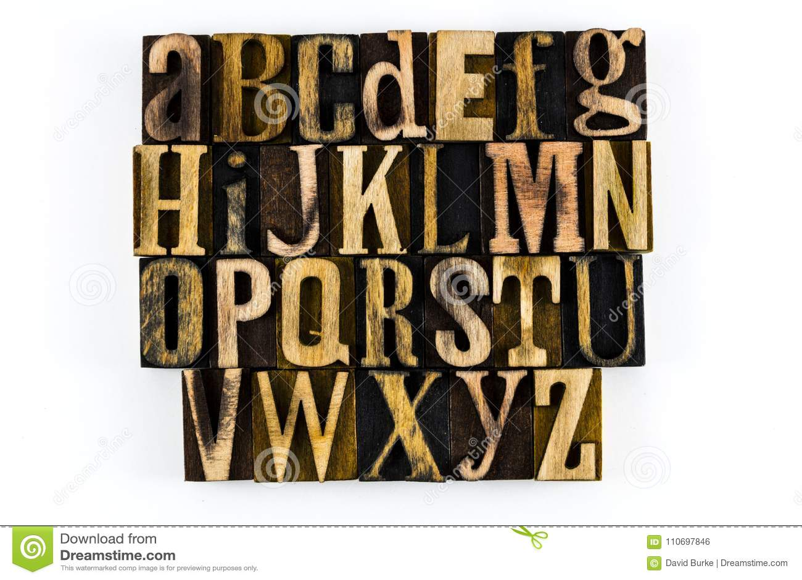 ABC isolato legno dello scritto tipografico di alfabeto