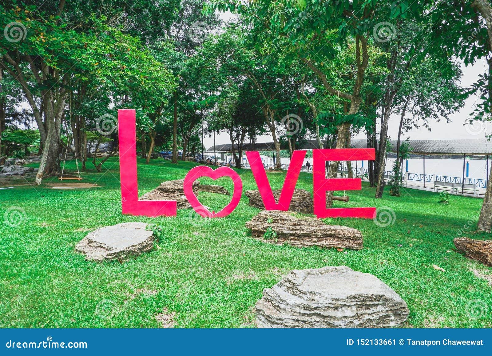 Abecadło miłość na trawie