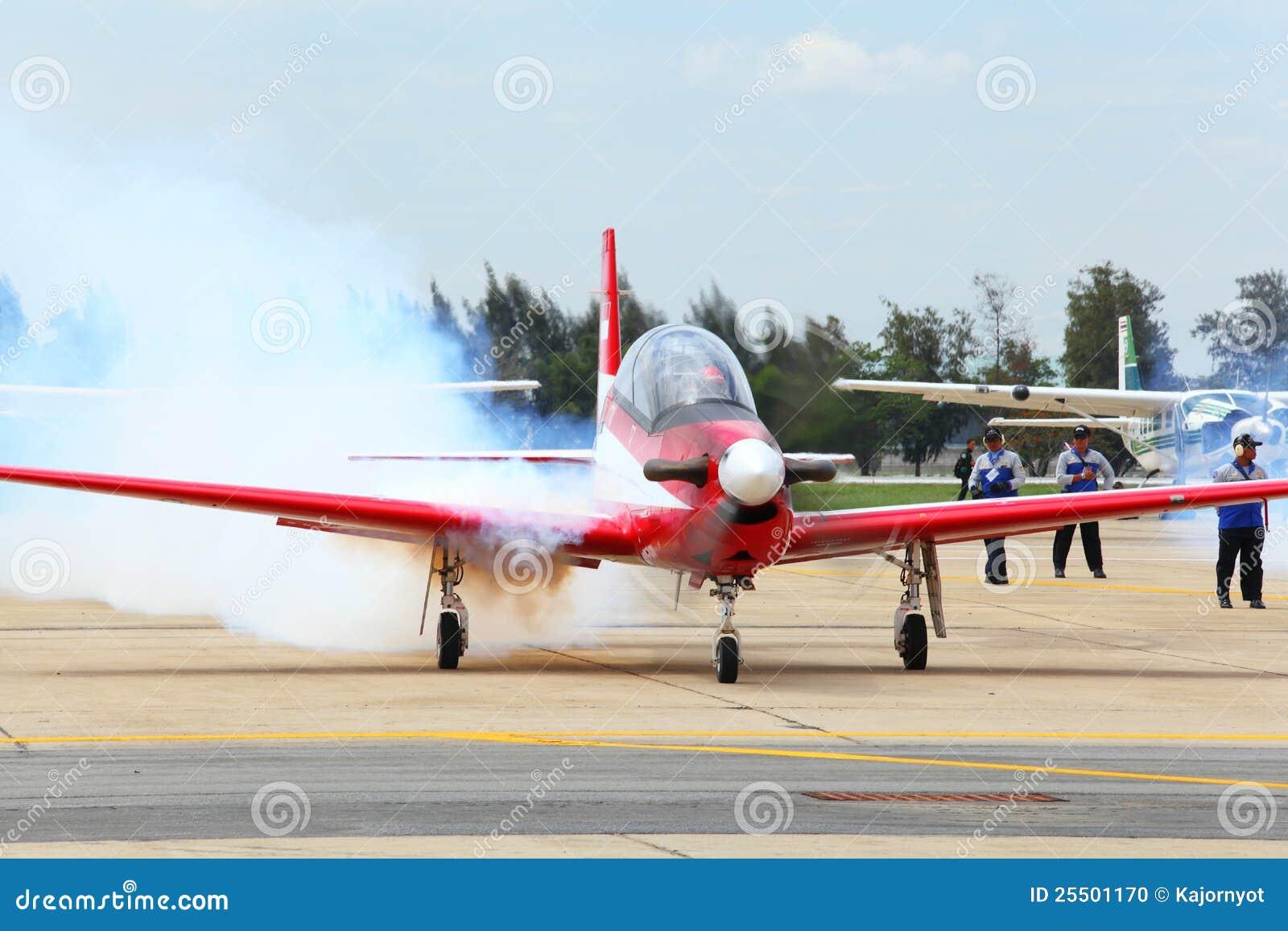 Abeille de KT-1 Woong de l Armée de l Air de l Indonésie obtenant au sujet de