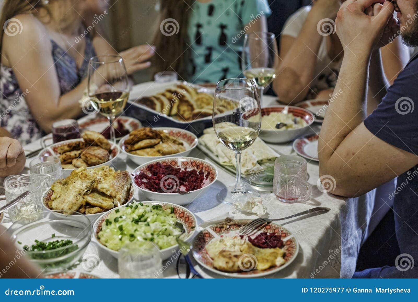 Abendessen Familie Tabelle Fest Lebensmittel Versammlung