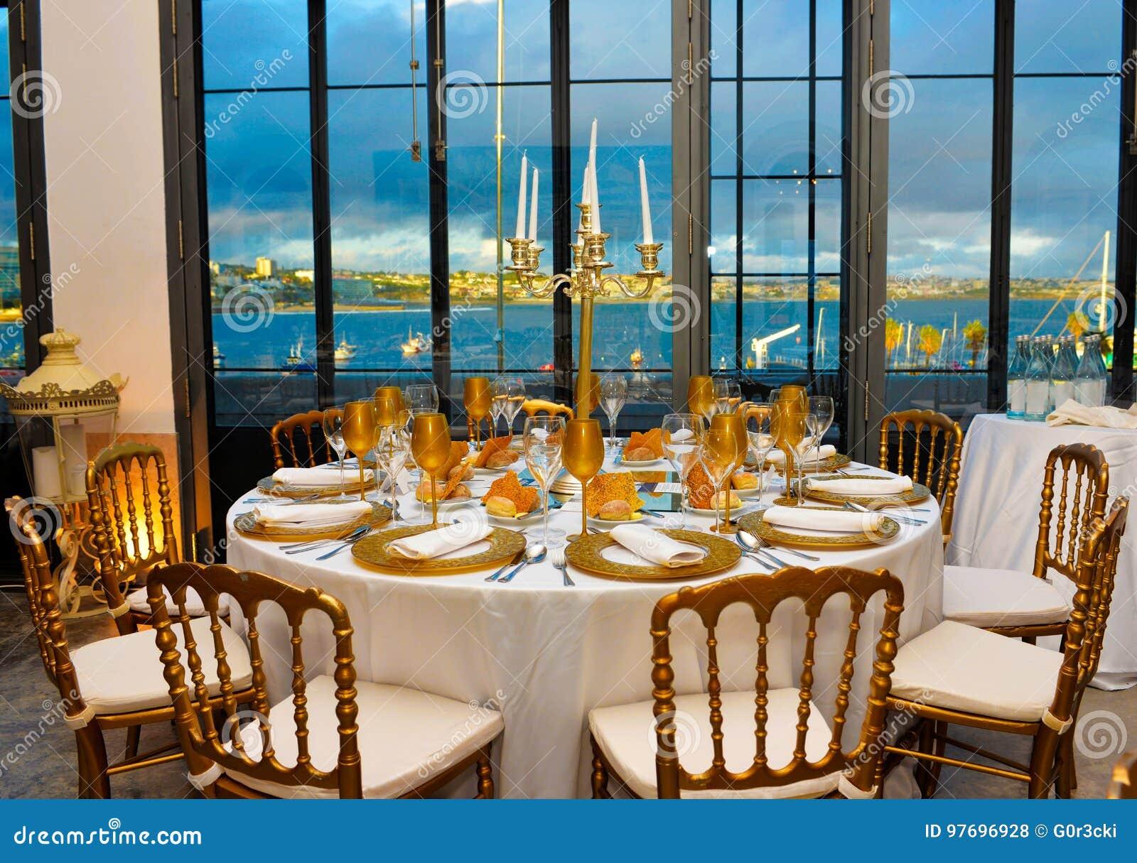 Abendessen Mit Blaues Wasser Ansicht Unternehmensereignis
