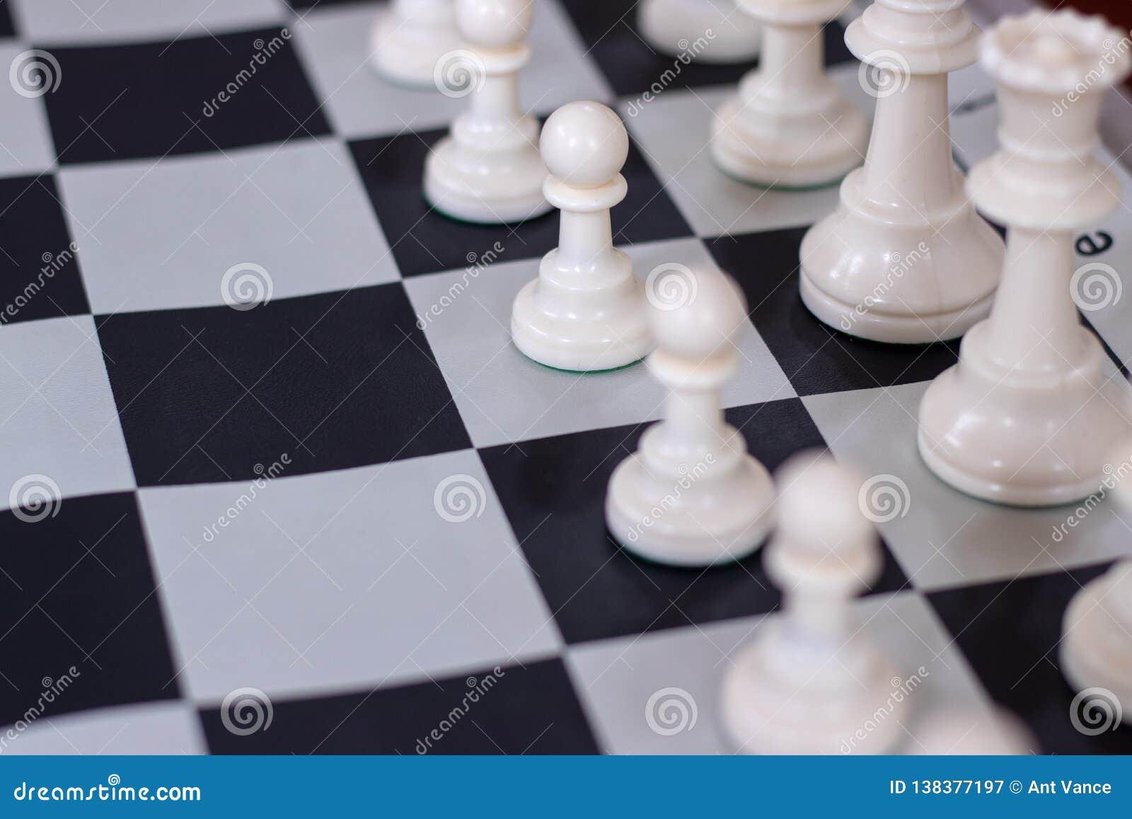 Abertura del ajedrez con el primer en empeños