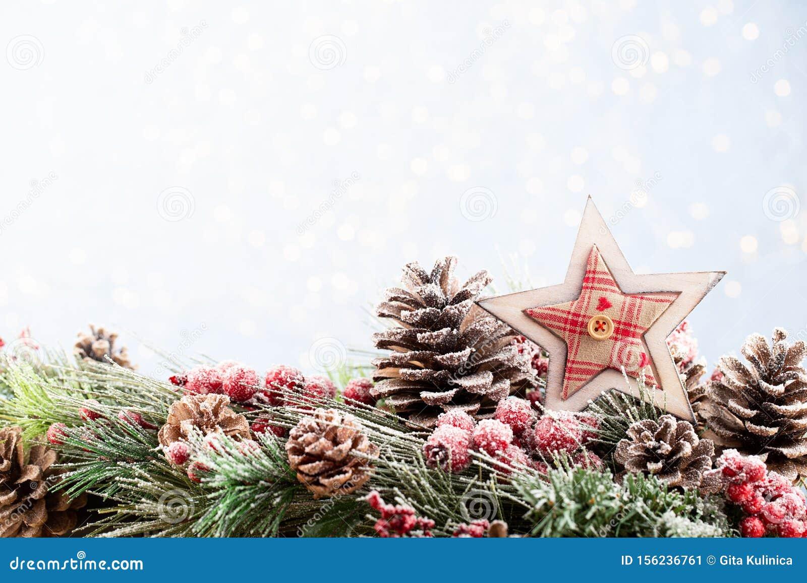 Youtube Sfondi Natalizi.Abete Natalizio Con Fondo Bokeh Buon Natale E Buon Anno Nuovo Sfondo Natalizio Con Abete Da Neve In Alto Immagine Stock Immagine Di Bianco Snowflake 156236761