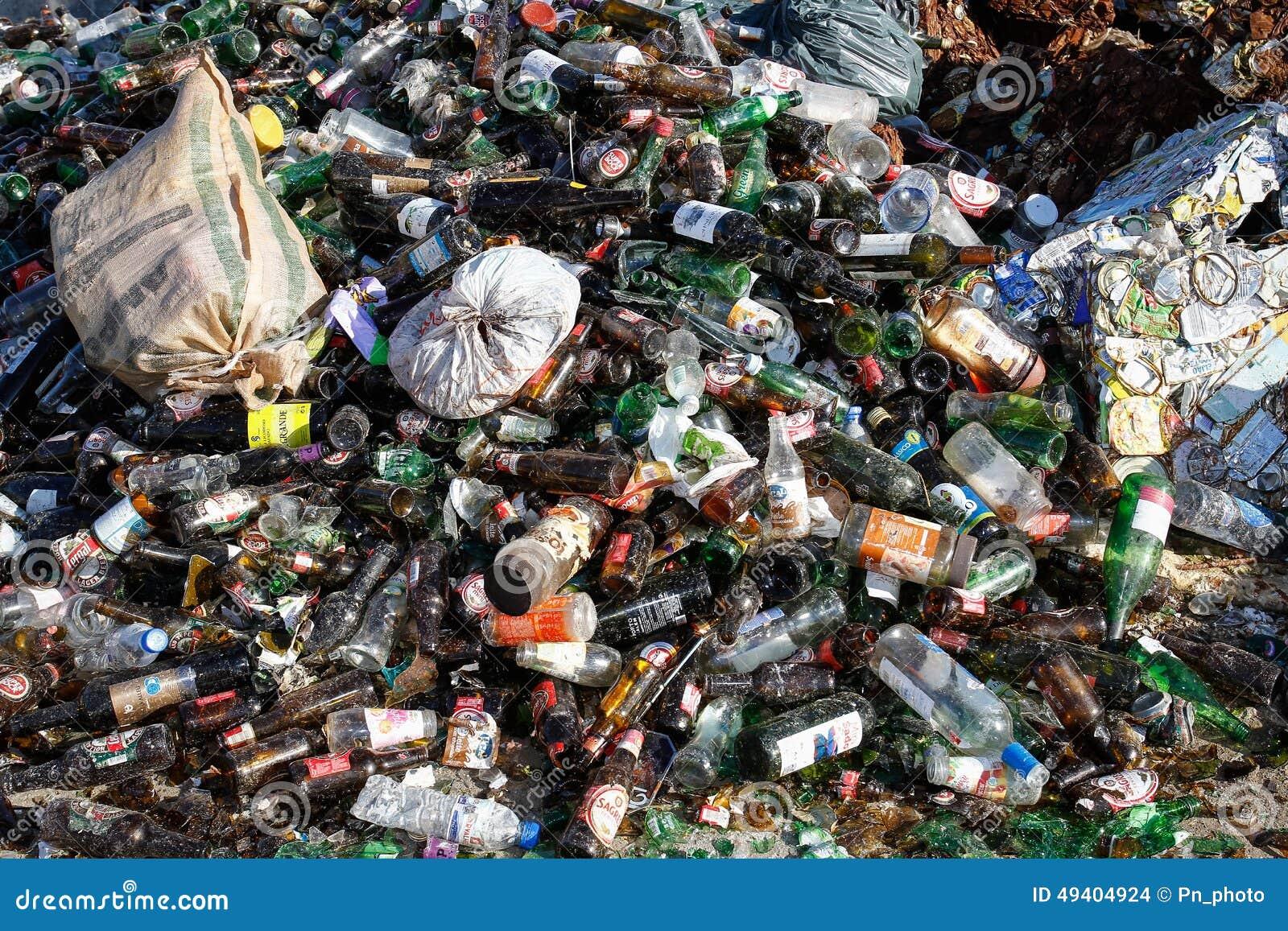 Download Abfallwiederverwertung redaktionelles stockbild. Bild von technologie - 49404924