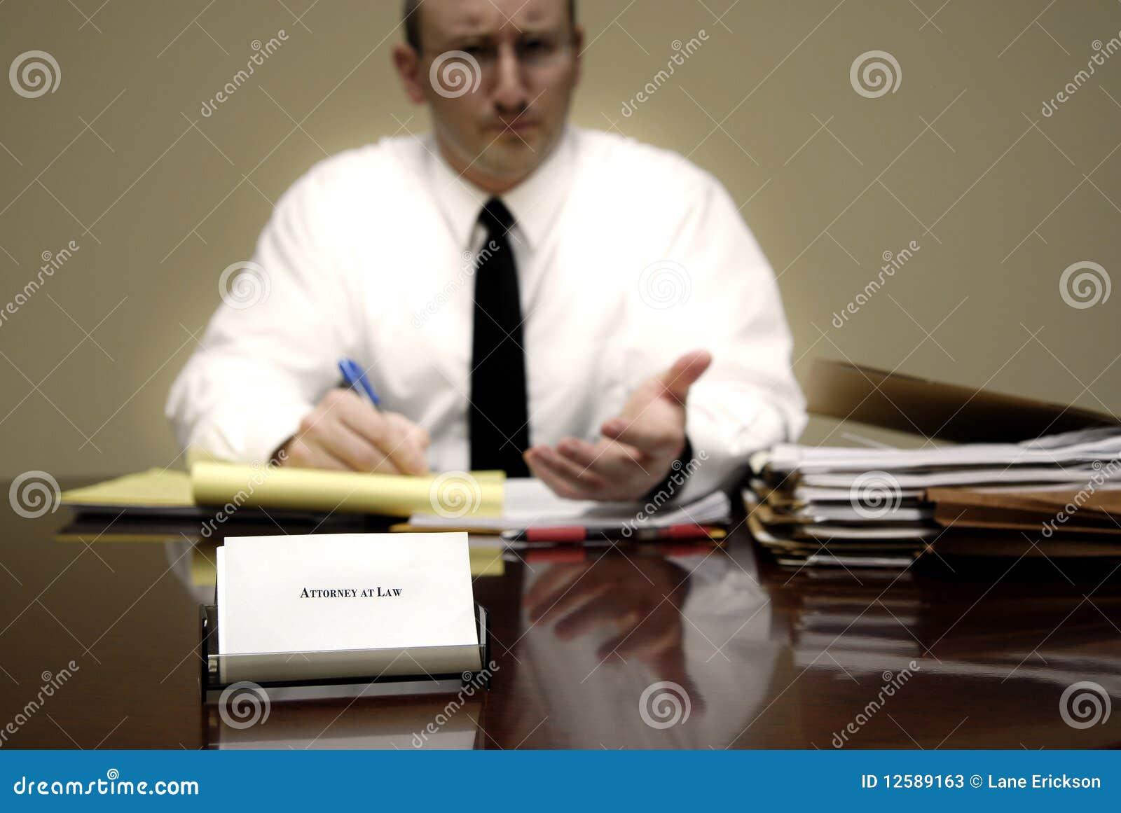 Abogado en el escritorio fotos de archivo imagen 12589163 for Escritorio de abogado