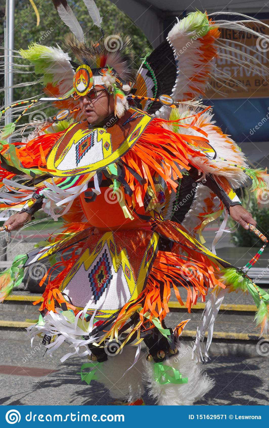 Huge Toronto Pow Wow to raise funds for youth centre