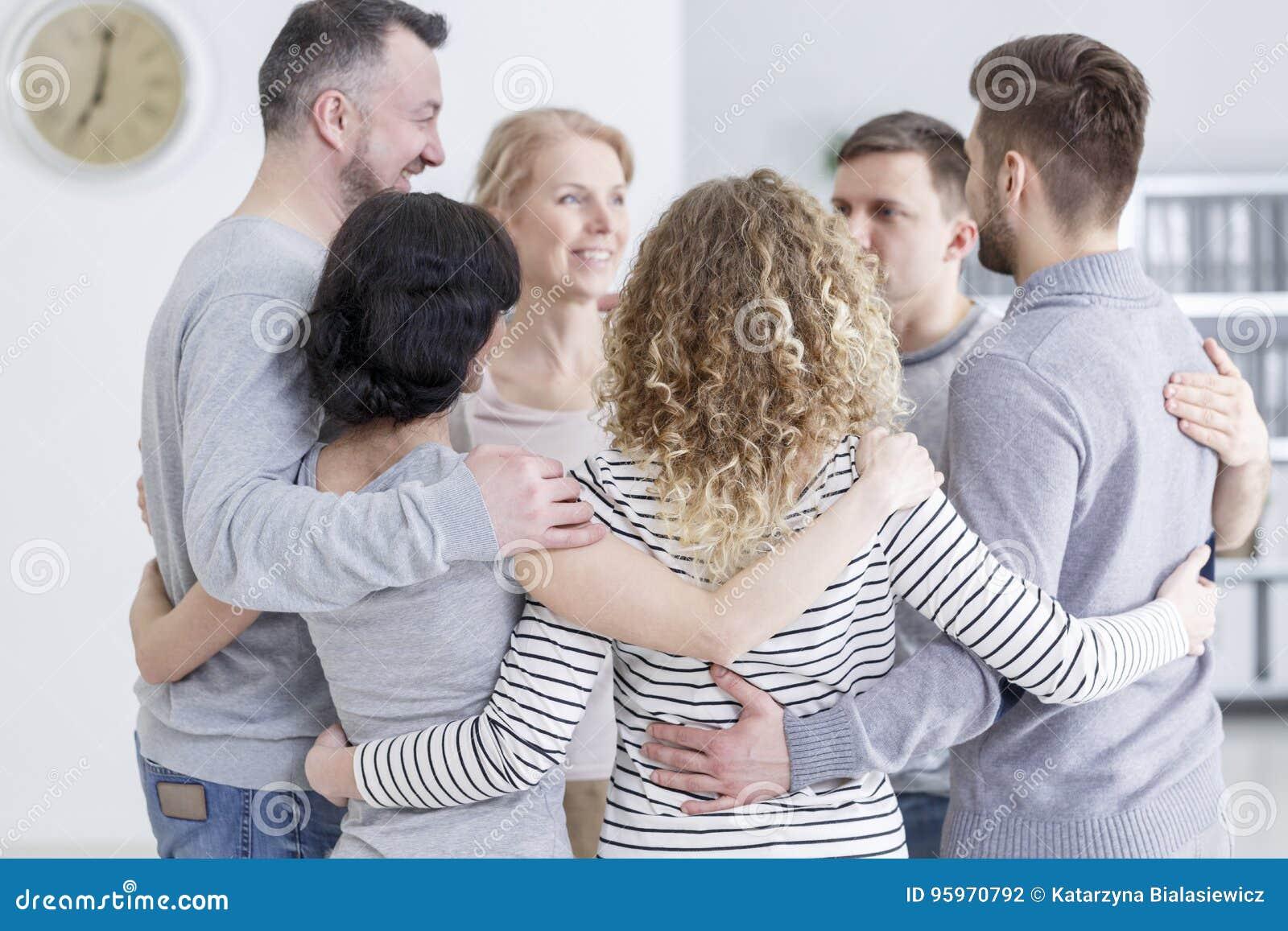 Abraço do grupo durante a terapia