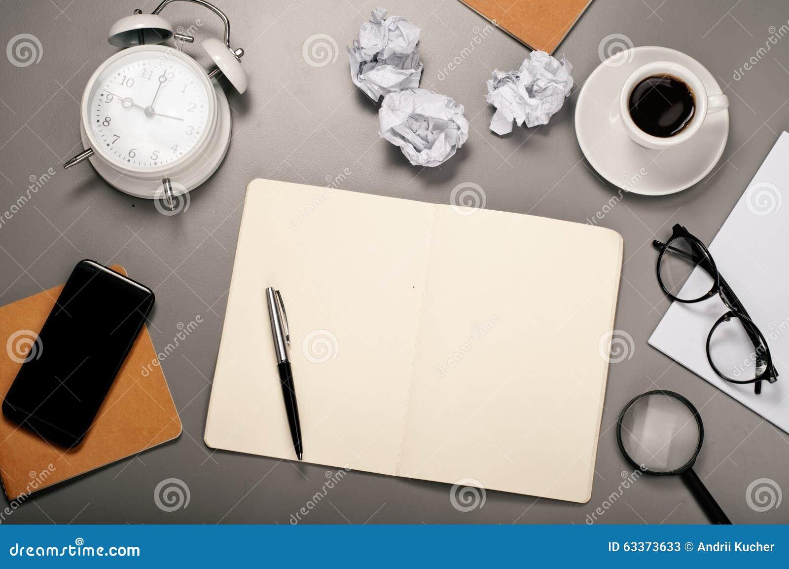 Abra el cuaderno con las paginaciones en blanco