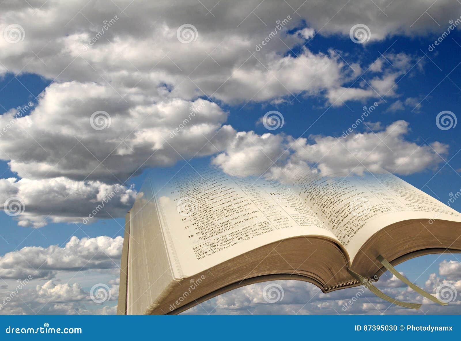 Abra El Fondo De Las Nubes Del Cielo De La Biblia Foto De Archivo