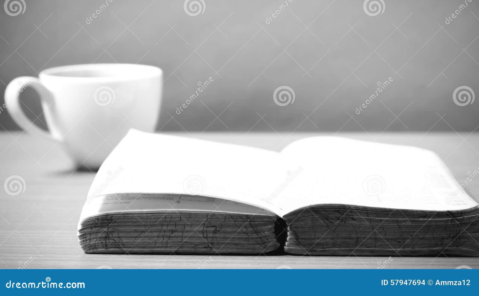 Abra El Libro Con Estilo Blanco Y Negro Del Tono Del Color Del Café ...