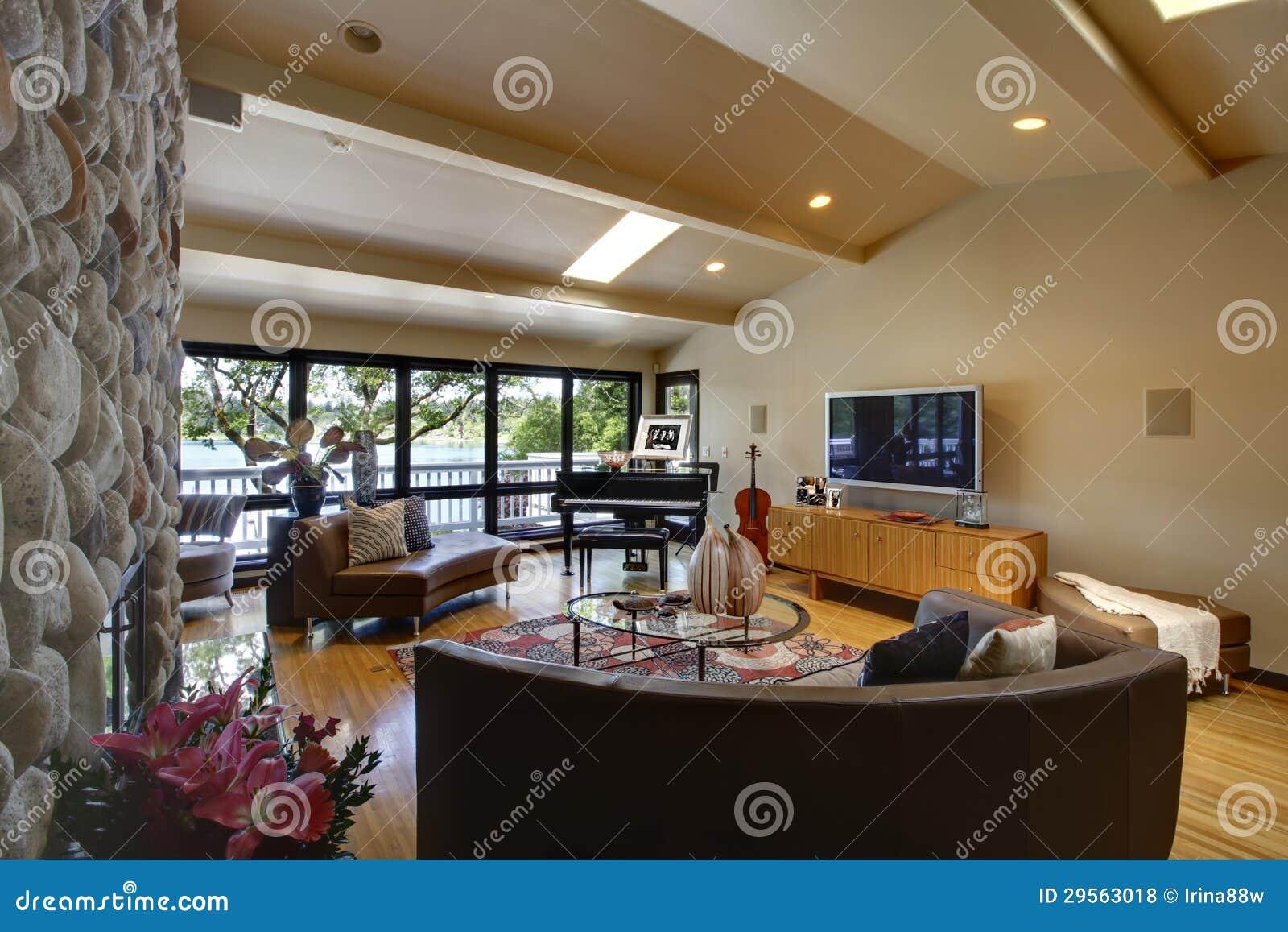 Abra la sala de estar interior casera de lujo moderna y la - Chimeneas interiores ...