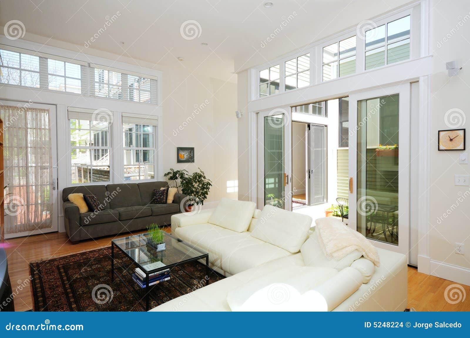 Abra o apartamento da planta com vestíbulo