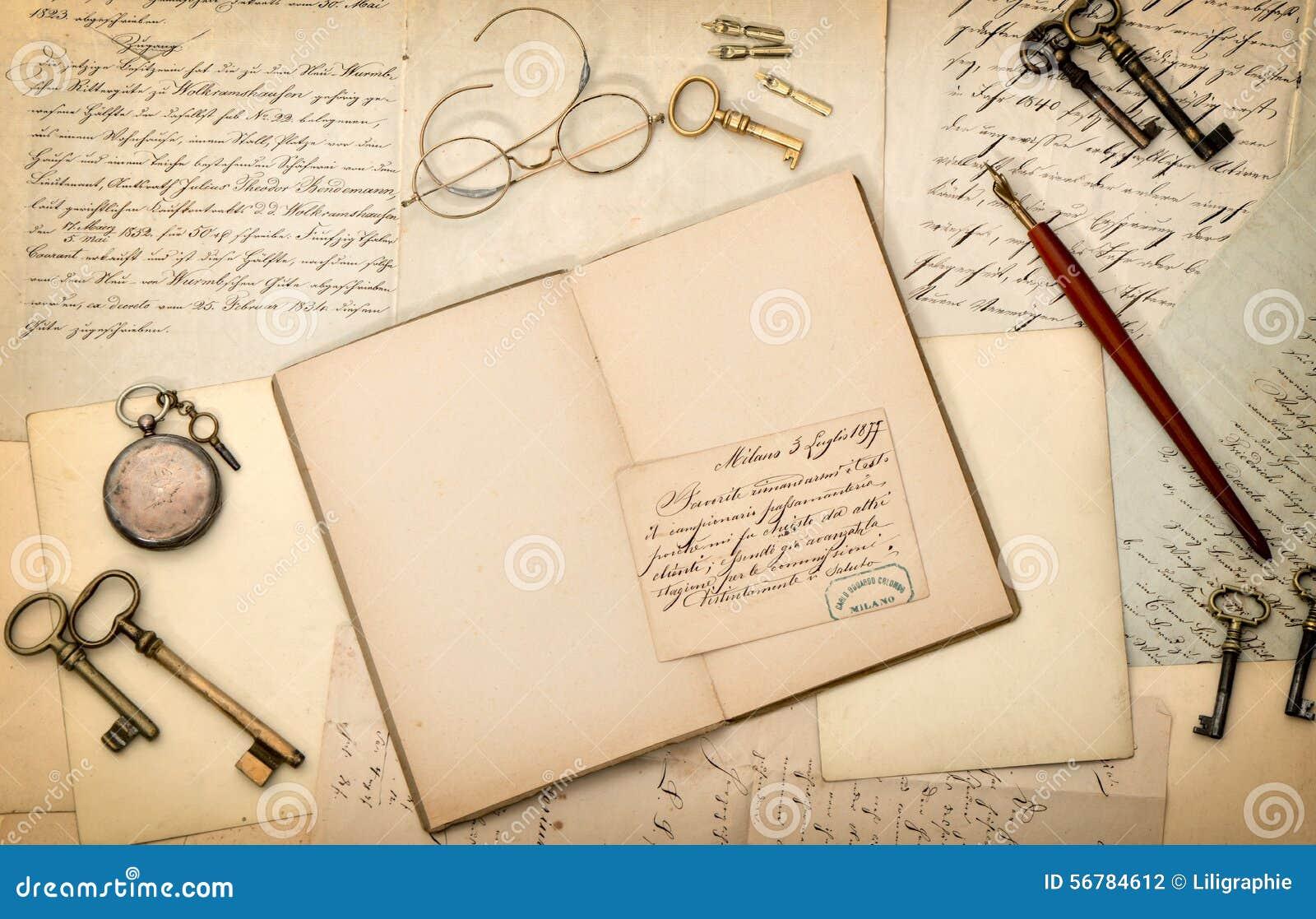 Abra o livro, acessórios do vintage, letras velhas CCB nostálgico do papel