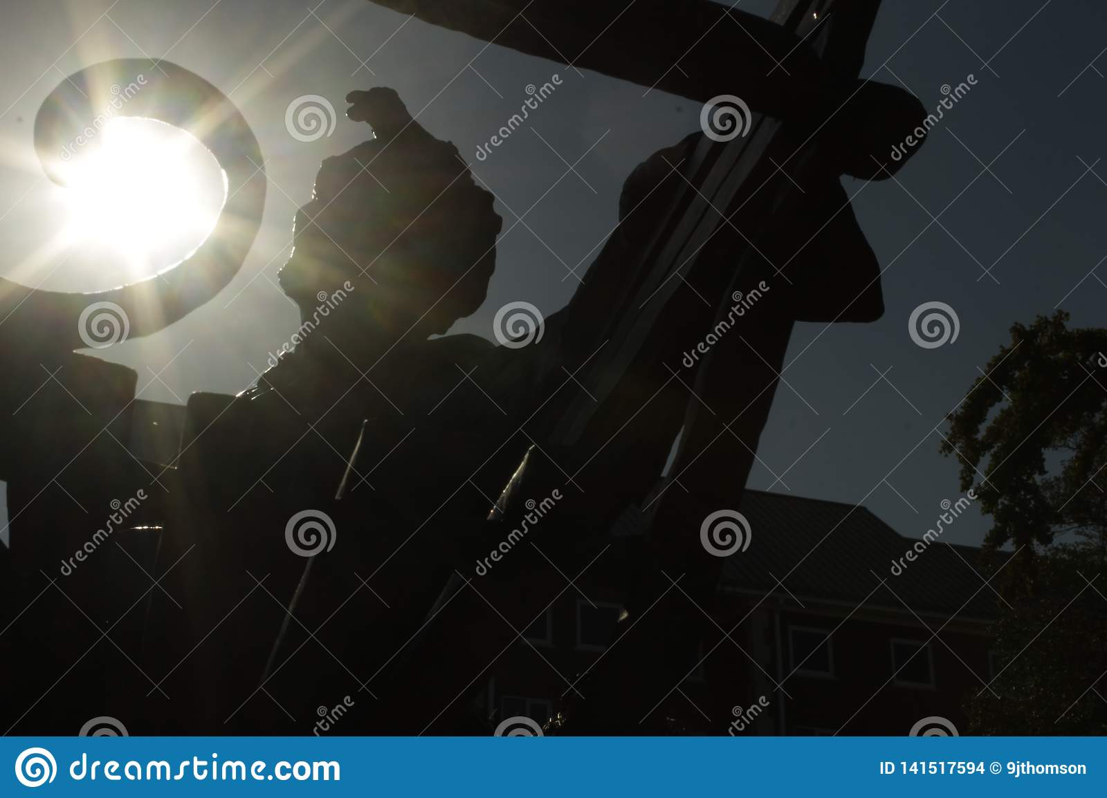 Abraham Lincoln statue silhouette with sun