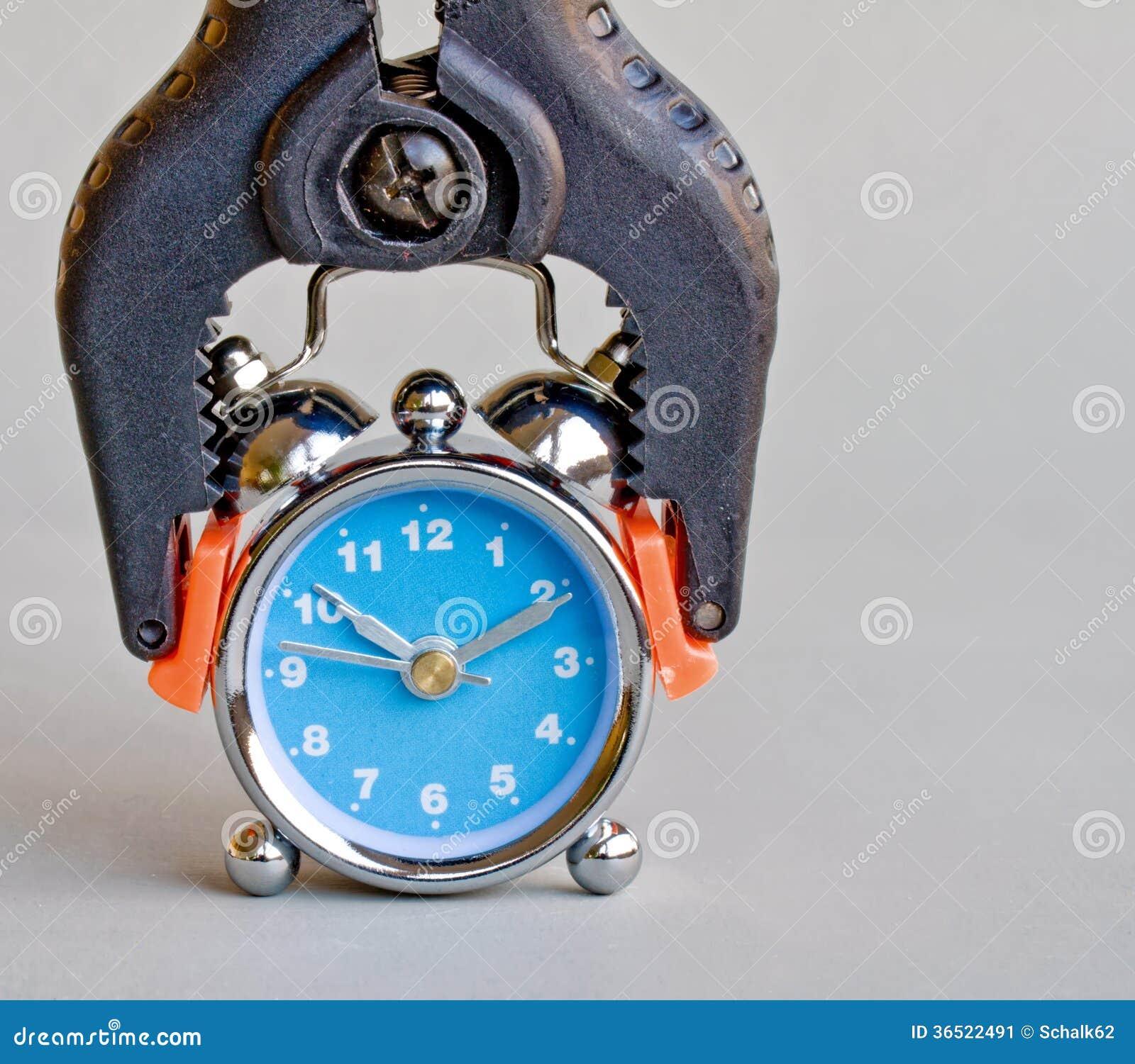 Abrazadera y reloj