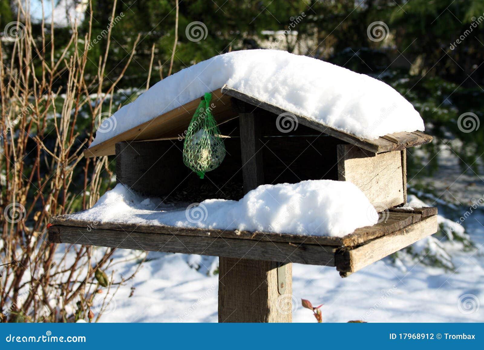 abri d 39 oiseaux photographie stock image 17968912. Black Bedroom Furniture Sets. Home Design Ideas