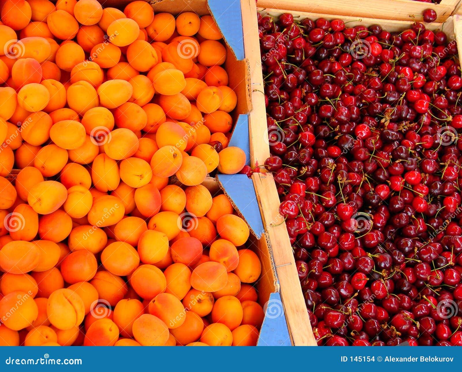 Abricots et cerises