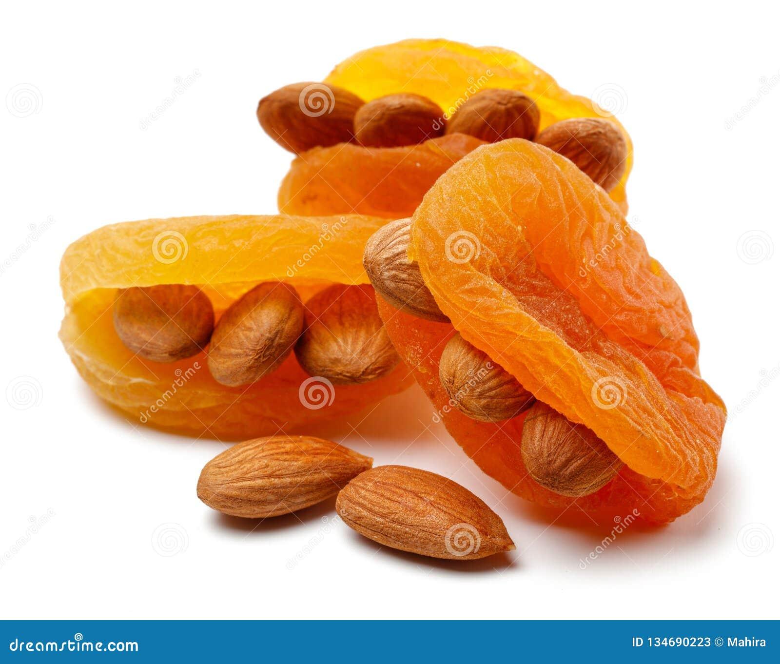 Abricots secs avec des amandes