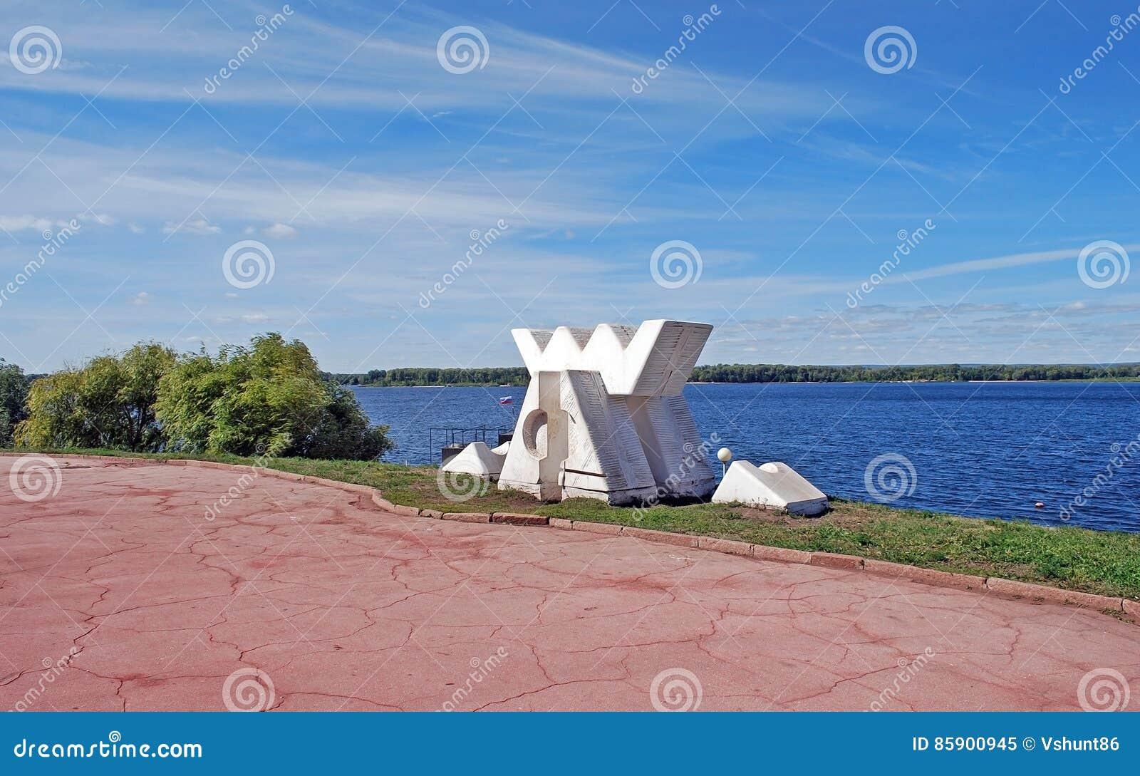 Abrigo do ` A da escultura do ` dos ventos e dos espírito em naberzhny samara Rússia