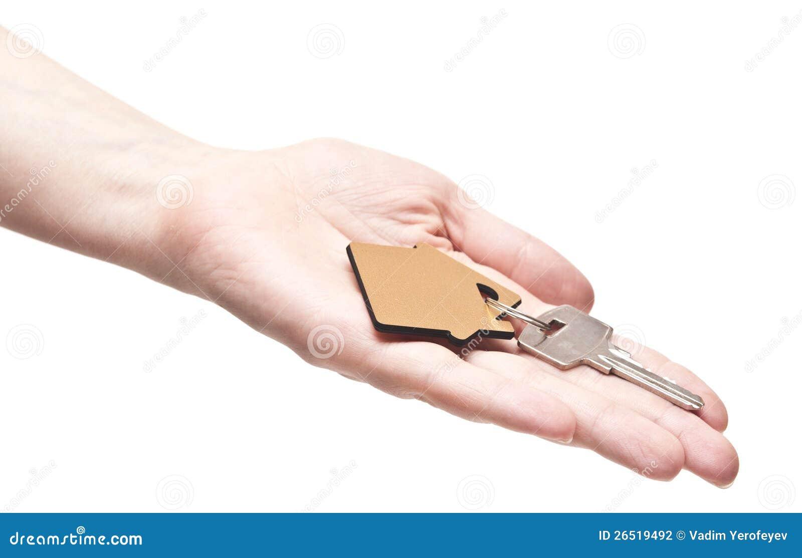 Abrigue chaves na mão fêmea