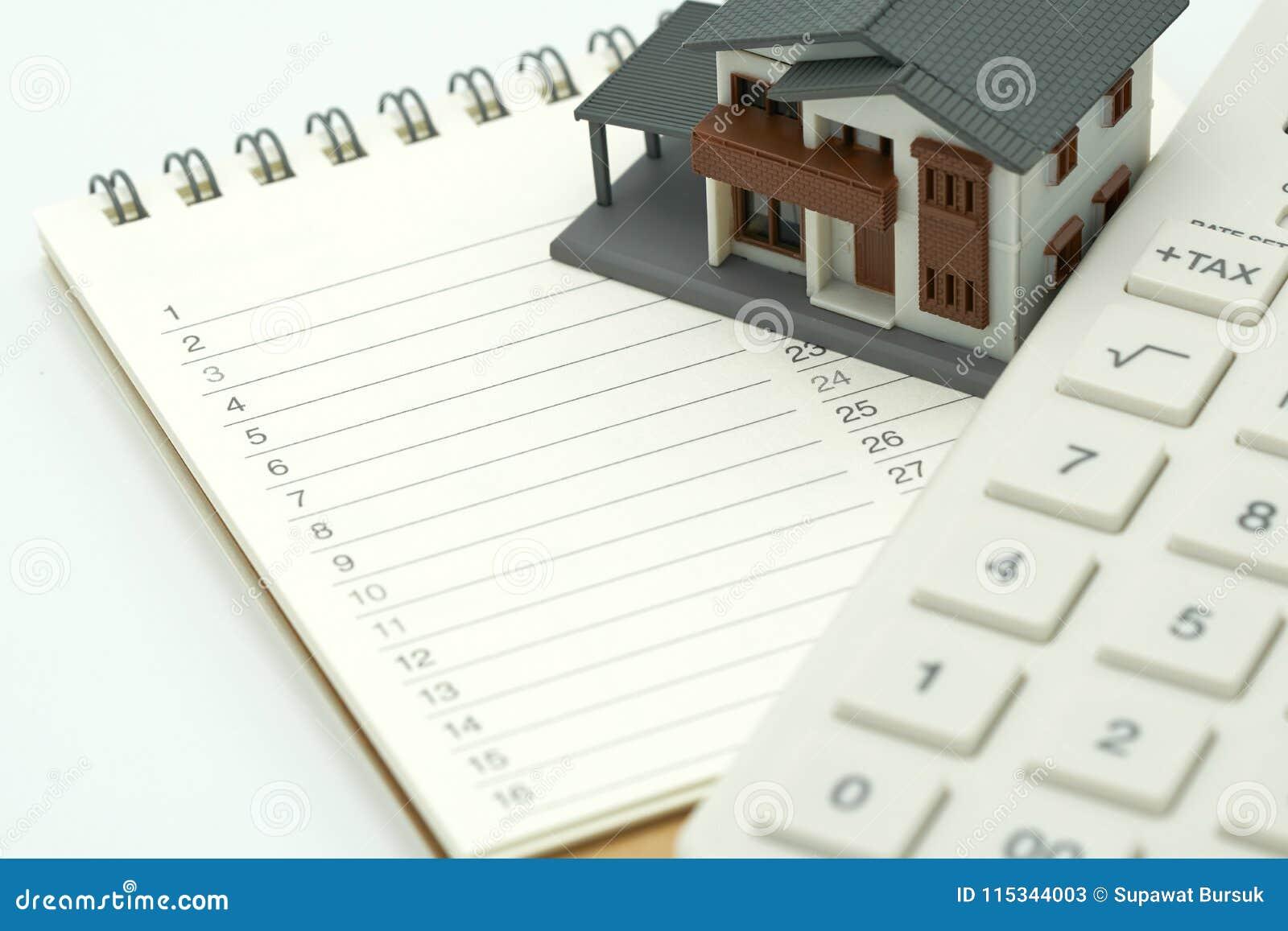 Abrigue os modelos e os modelos do equipamento colocados em um reparo e em uma construção da casa da lista de classificações do l