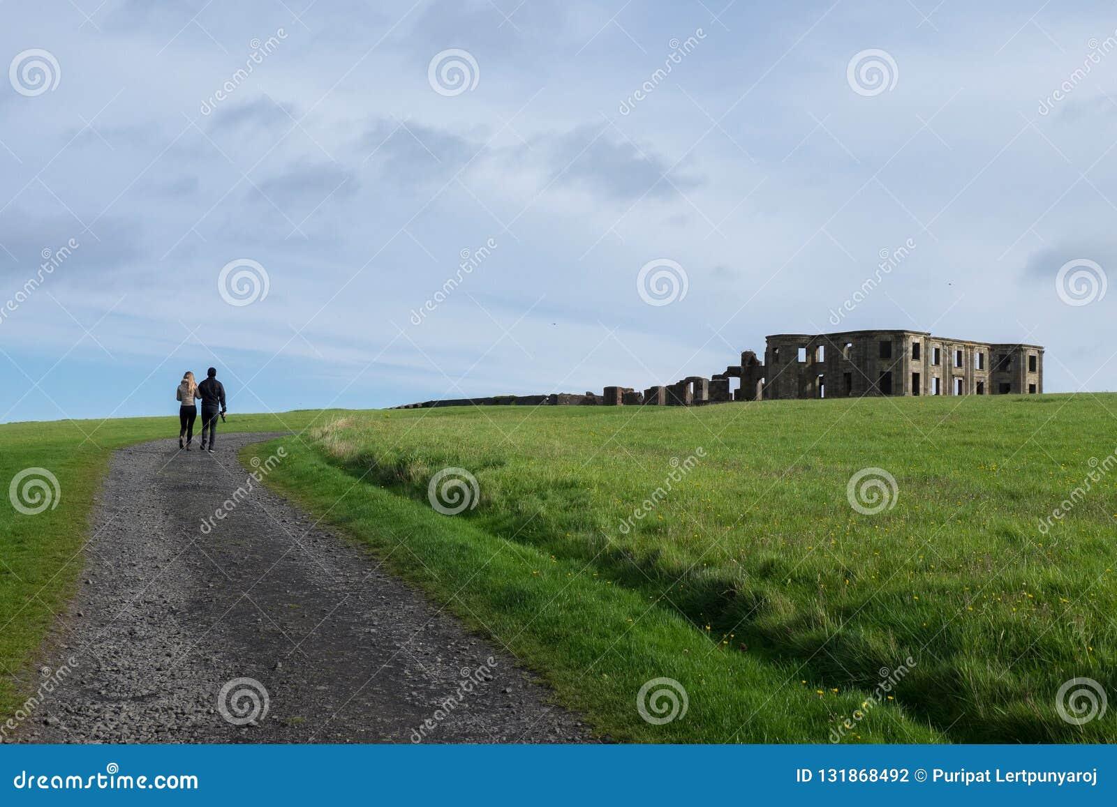 Abschüssiges Haus, Nordirland